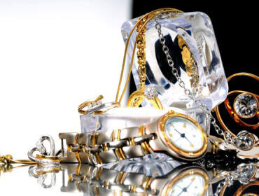 LUXURIOUS CLOCKS & JEWELRY BRANDS EXHIBIT AT THESE 5 TRADE SHOWS